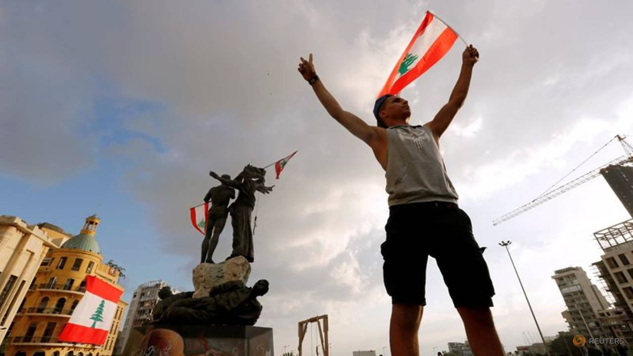 Photo of Lebanese call for an uprising after protests rocked Beirut