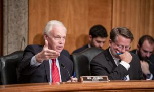 Photo of Sen. Johnson Accuses Sen. Peters of Undermining Efforts to Subpoena Ex-Official Linked to Steele