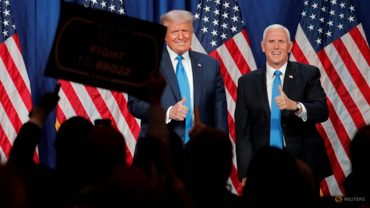 Photo of A handshake and a dearth of masks at Pence's Republican convention speech