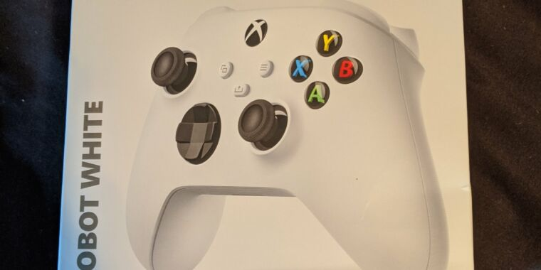 Photo of Xbox Series S outed by next-gen controller leak—and its legit