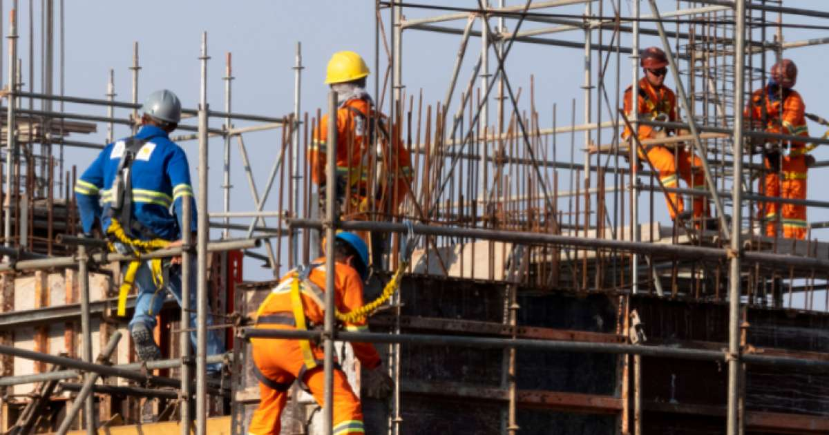 Photo of FTSE 100 remains lacklustre despite oil price uptick, housebuilders subside on Redrow miss