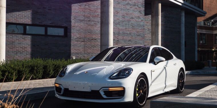 Photo of Porsche boosts battery capacity by 27 percent for 2021 Panamera hybrid