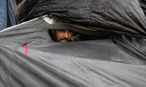 Photo of Migrants Pitch Tents in Serbia, Prepare to Cross Into EU States