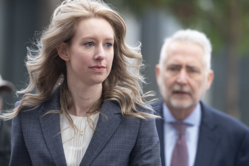 Photo of Judge in Theranos fraud case orders 14-hour psychological test for Holmes