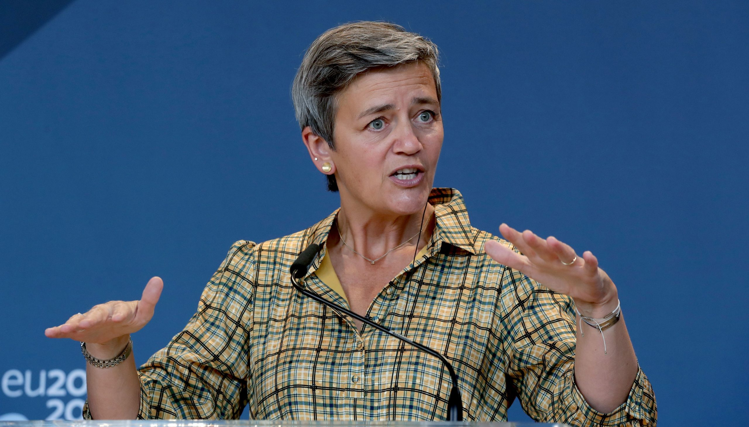 Photo of EU officials: Vestager leaning toward appealing €13B Apple case