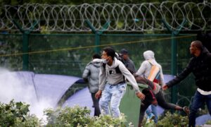 Photo of French Police Clear Migrant Camp at Launch Point for Britain