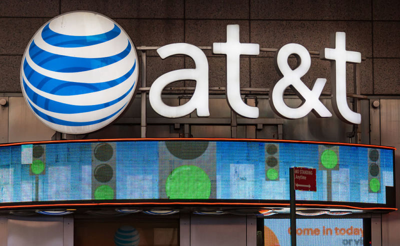 Photo of AT&T wants to put ads on your smartphone in exchange for $5 discount