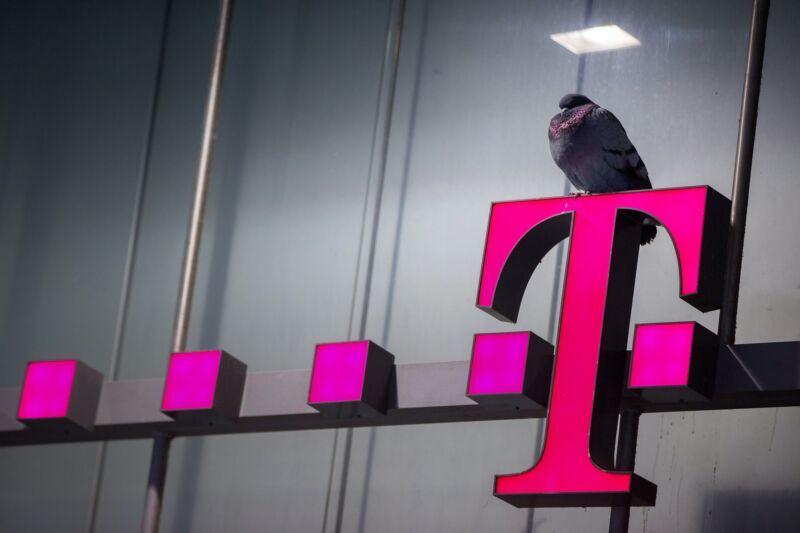 Photo of AT&T and Verizon complain to FCC about T-Mobiles big spectrum advantage