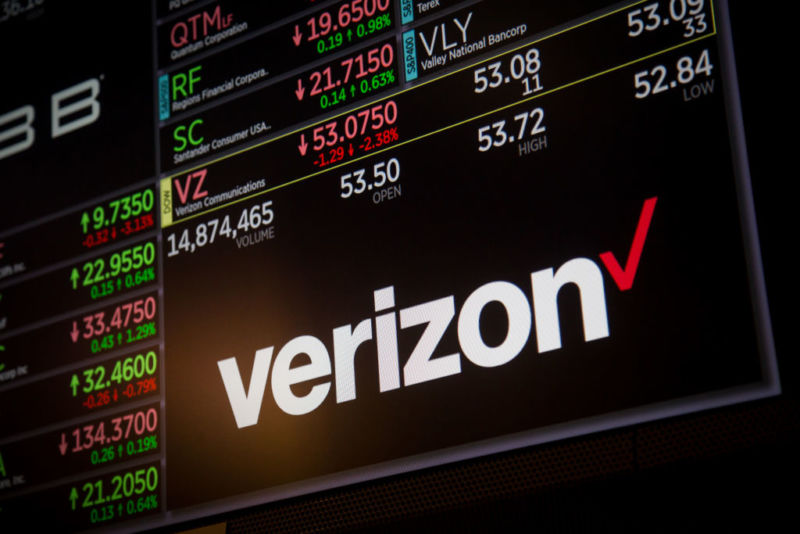 Photo of Verizon to buy TracFone, expanding big carriers control of prepaid industry