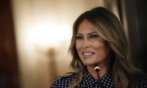 Photo of Melania Trump Refutes the Atlantics Reporting on Trumps Remarks About Fallen Troops