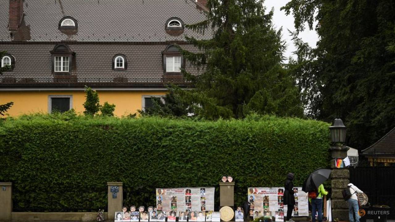 Photo of Thai activists protest in front of king's German villa