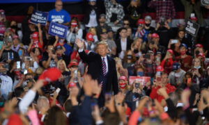 Photo of Trump Defends Having Large Rallies Amid COVID-19 Pandemic