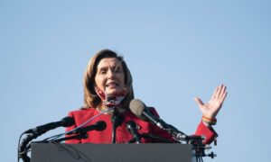 Photo of Pelosi to Airlines: Hold off on Furloughs and Firings