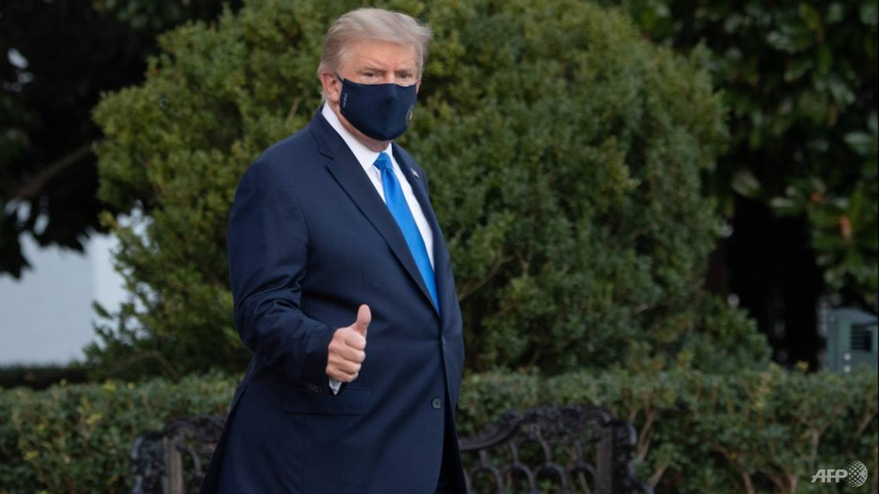 Photo of Trump, stricken by COVID-19, heads to military hospital